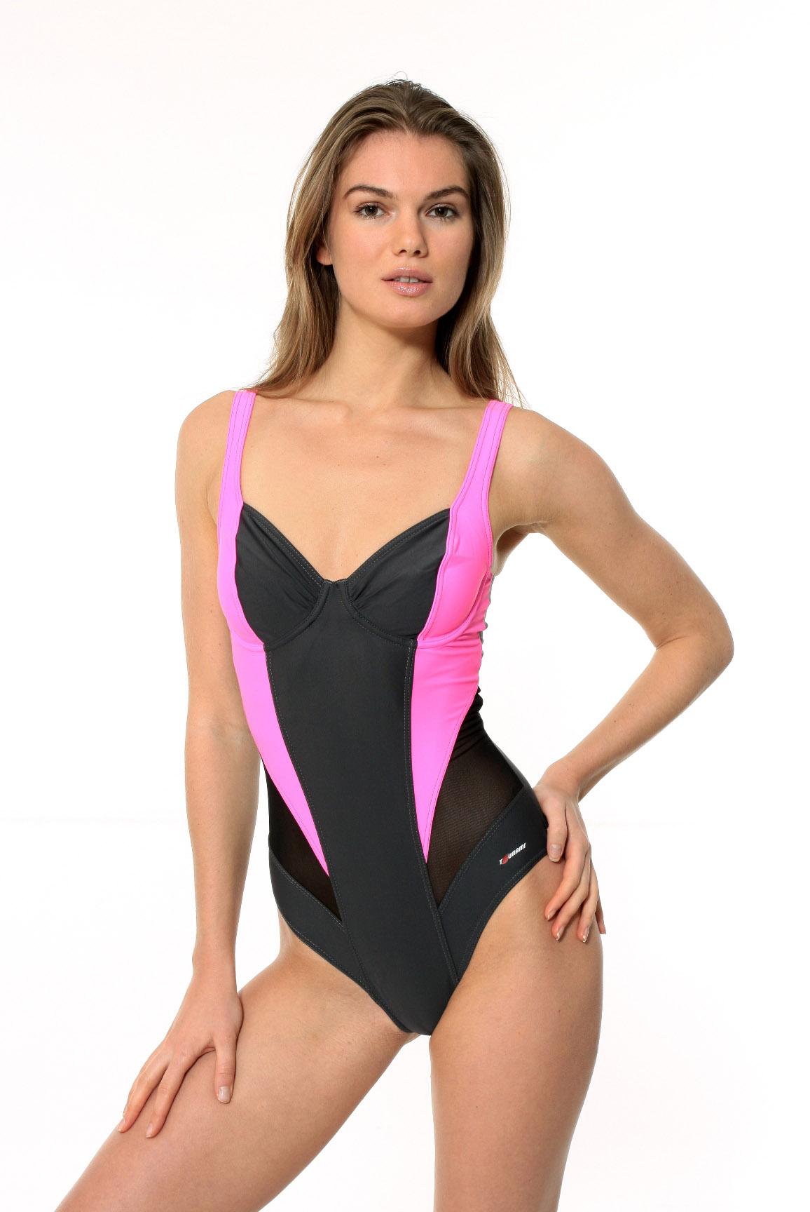 d49d15b0d3445 Профессиональные купальники для плавания изготавливаются по специальным  технологиям, фасоны выбираются с учетом всех особенностей этого вида спорта.