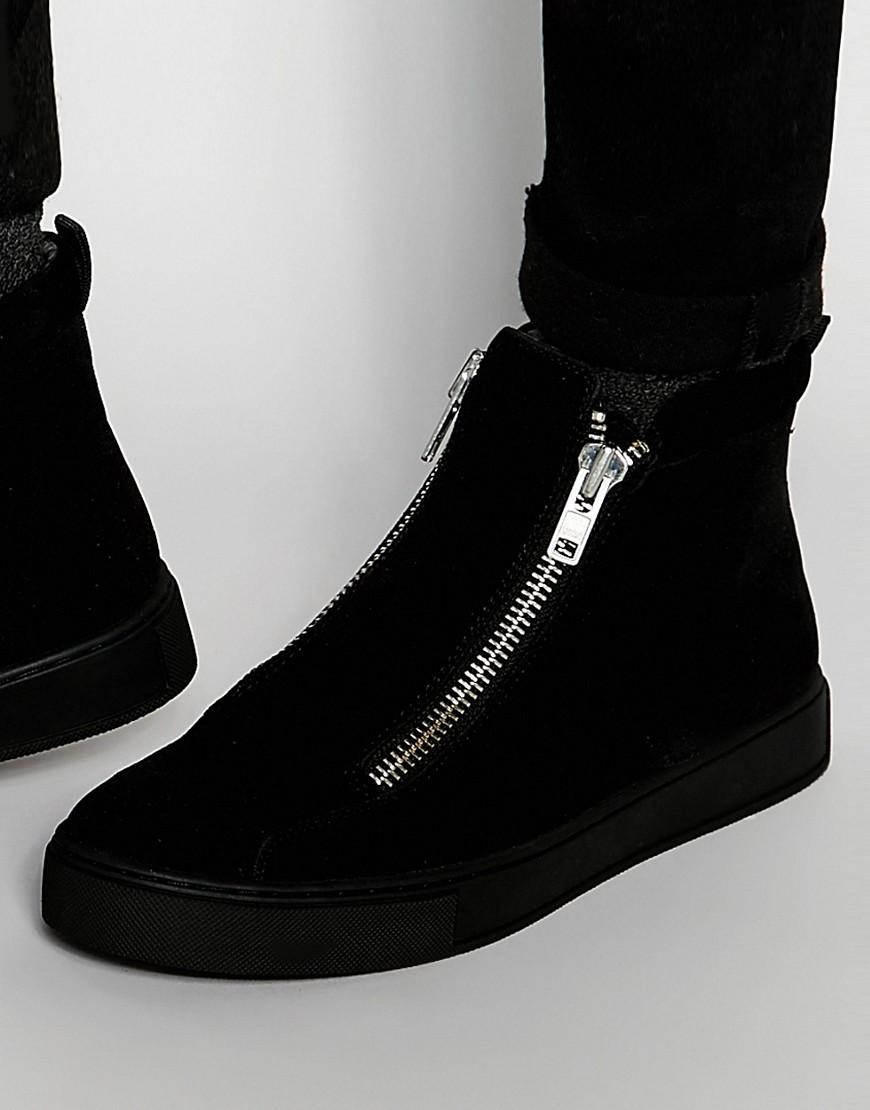 208942423 Классические ботинки на высокой подошве. Этот вид обуви является очень  стильным и модным. Зачастую они выполнены из натуральной кожи.
