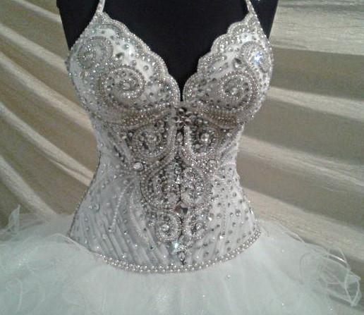 Свадебное платье на корсете со стразами