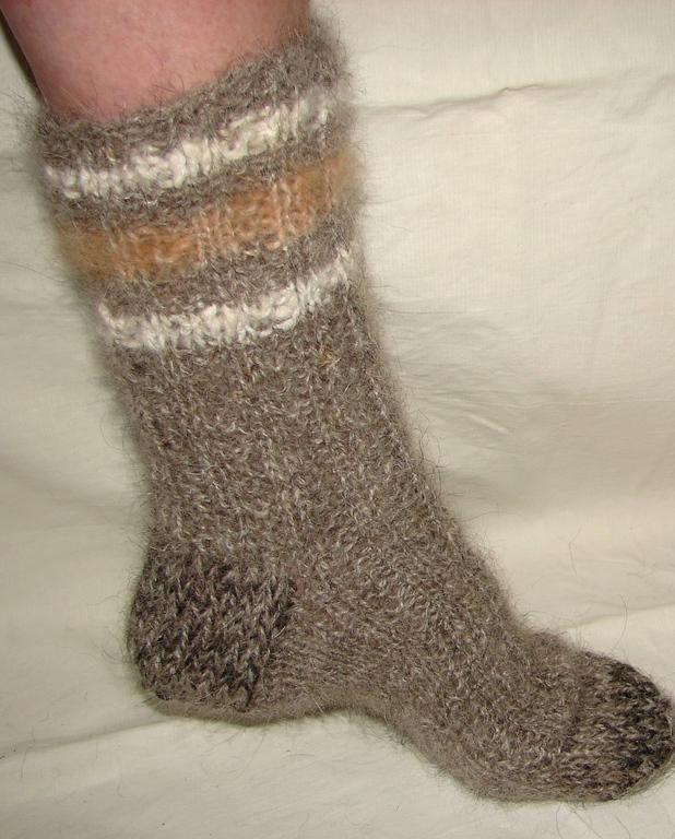 5af4a3d222cef Мягкие нежные носки можно запросто надеть на голую ногу, чего не скажешь о  колючих моделях. Но, медиками доказано, что подобная колючесть обладает  хорошим ...