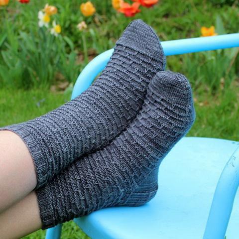 вязаные мужские носки красивые шерстяные в полоску и с норвежским