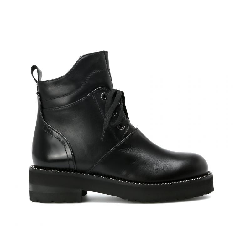 1006f3e92037 Загляните на официальный сайт обувного бренда и посмотрите, какие модели он  предлагает в этом сезоне. В магазине сравните женские ботинки из Италии с  ...