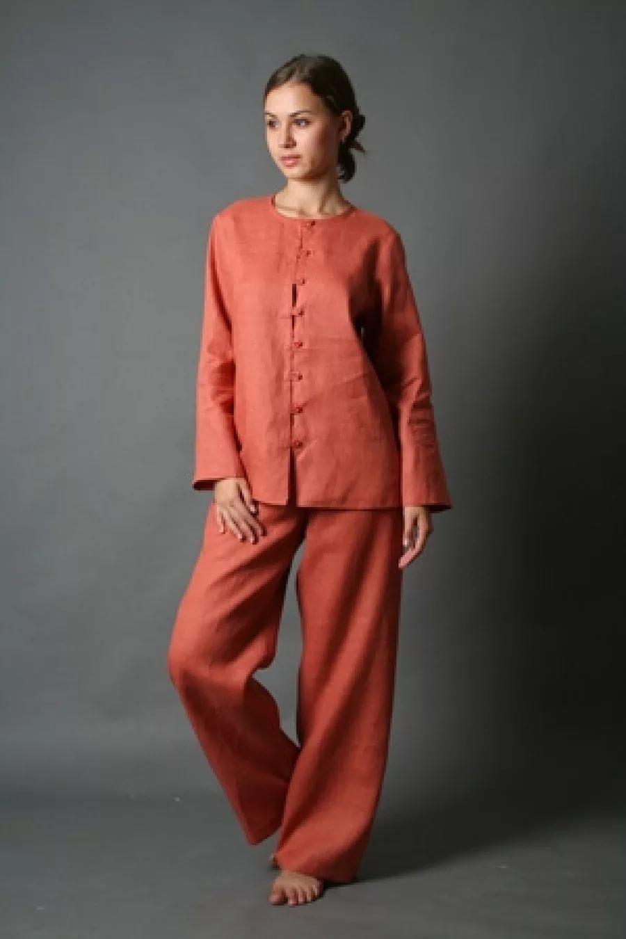 Одежды для женщин изо льна