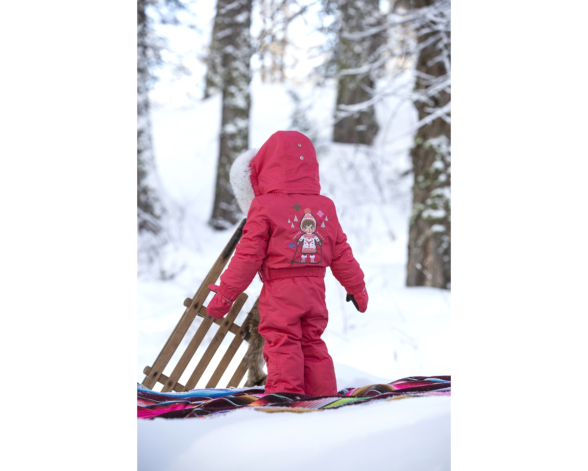 Горнолыжная одежда для детей и взрослых Poivre Blanc отличается множеством  деталей, аксессуаров, вышивок. 0c56cc29cad