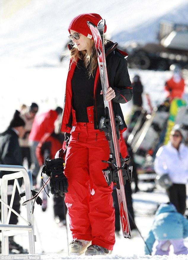 Высококачественная горнолыжная одежда должна быть комфортной и внешне  привлекательной. Именно поэтому в одежде компании Descente выступают  спортсмены команд ... 7fa1171da57
