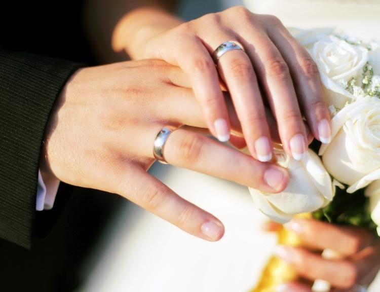 Покупая обручальные кольца, необходимо в первую очередь обращать внимание  не только на красивый внешний вид, но на такие характеристики, как удобство  и ... ed284788675