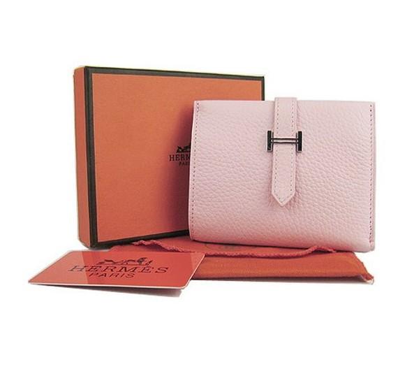 6692940bba0a Особого внимания заслуживают различного рода аксессуары, среди которых —  женские сумочки и модные кошельки. Дружбой со знаменитой фирмой Hermes  могут ...