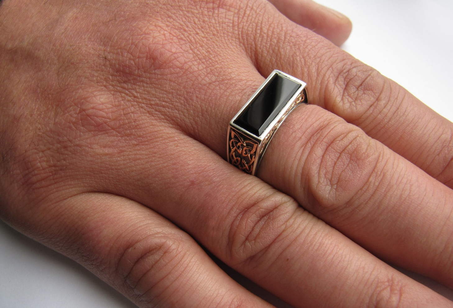 Мужские браслеты: идеи, примеры, мастер-класс