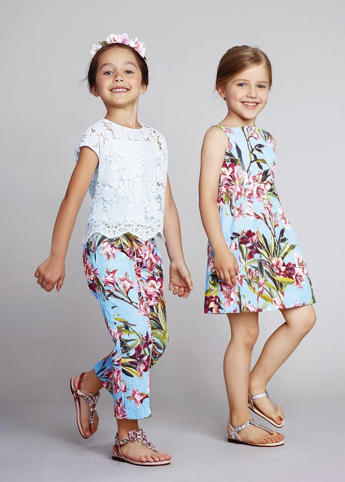 5e92940c91ea Современная модная одежда для девочек 7-8 лет на сегодняшний день остается  также очень практичной. Ведущими материалами остаются велюр, трикотаж и  джинс.