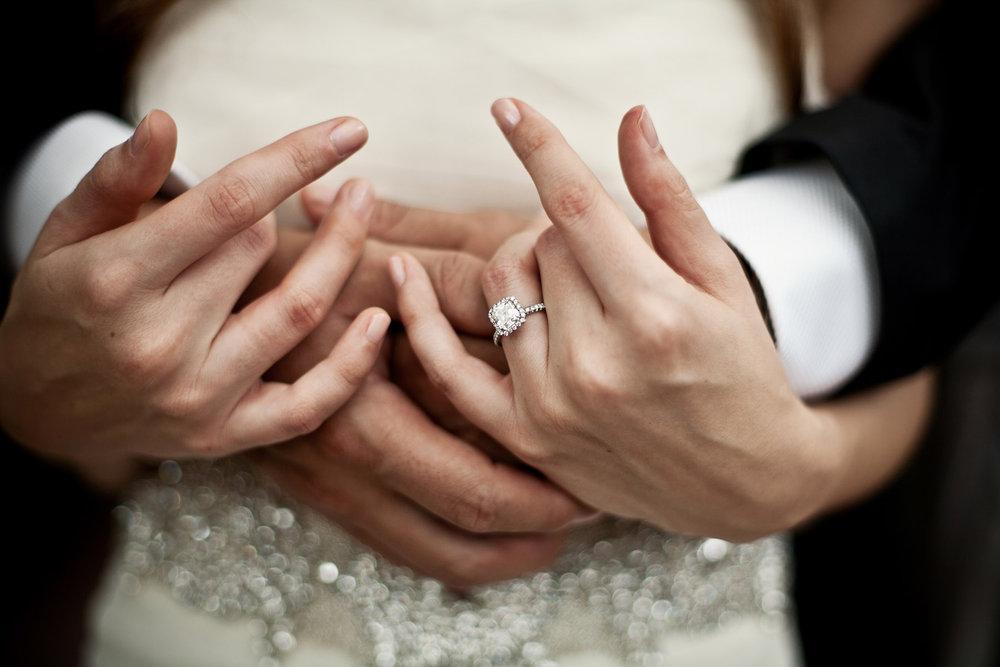 Обручальное кольцо на своей руке во сне 22