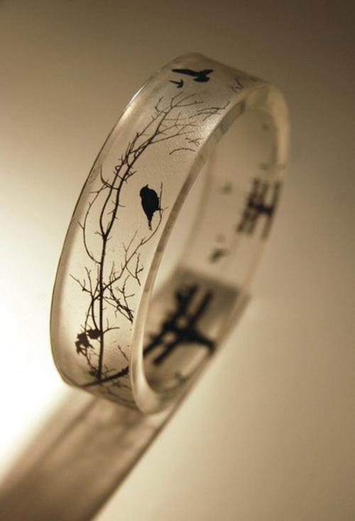 d89e2e13f696 Современные люди носят кольца по разным причинам  в знак памяти о ком-то, в  качестве украшения или оберега. Кольцо также является символом вечной любви  и ...