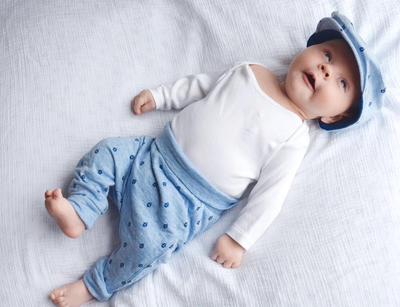 Фото новорожденных детей вещей