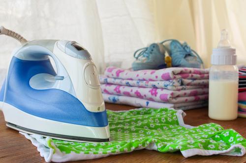 Приснившееся видение о маленьких одёжках часто олицетворяет желание вернуться в беззаботное детство и снова быть счастливым благодаря незатейливым вещам.
