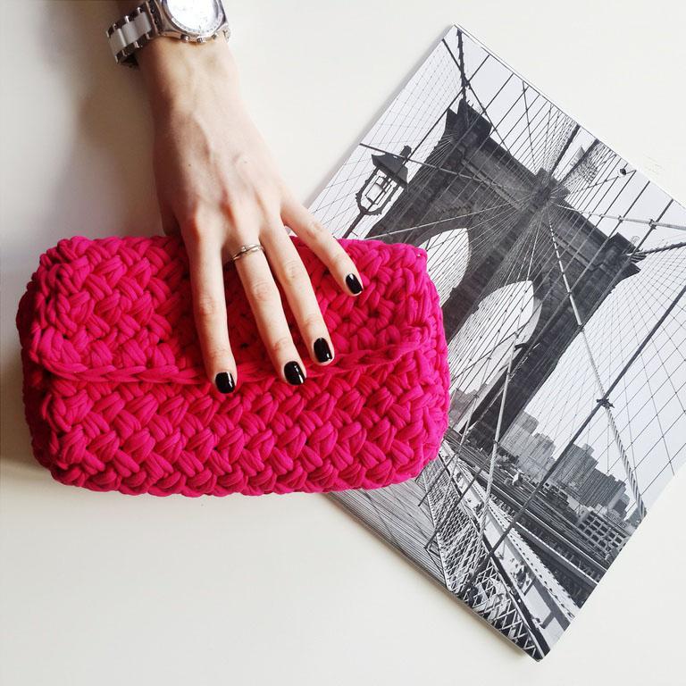 eeb5419ba55e В идеале для каждого наряда должна быть своя сумочка, но финансы часто не  позволяют этого достичь. Нет ничего проще, чем связать сумку-клатч самой.