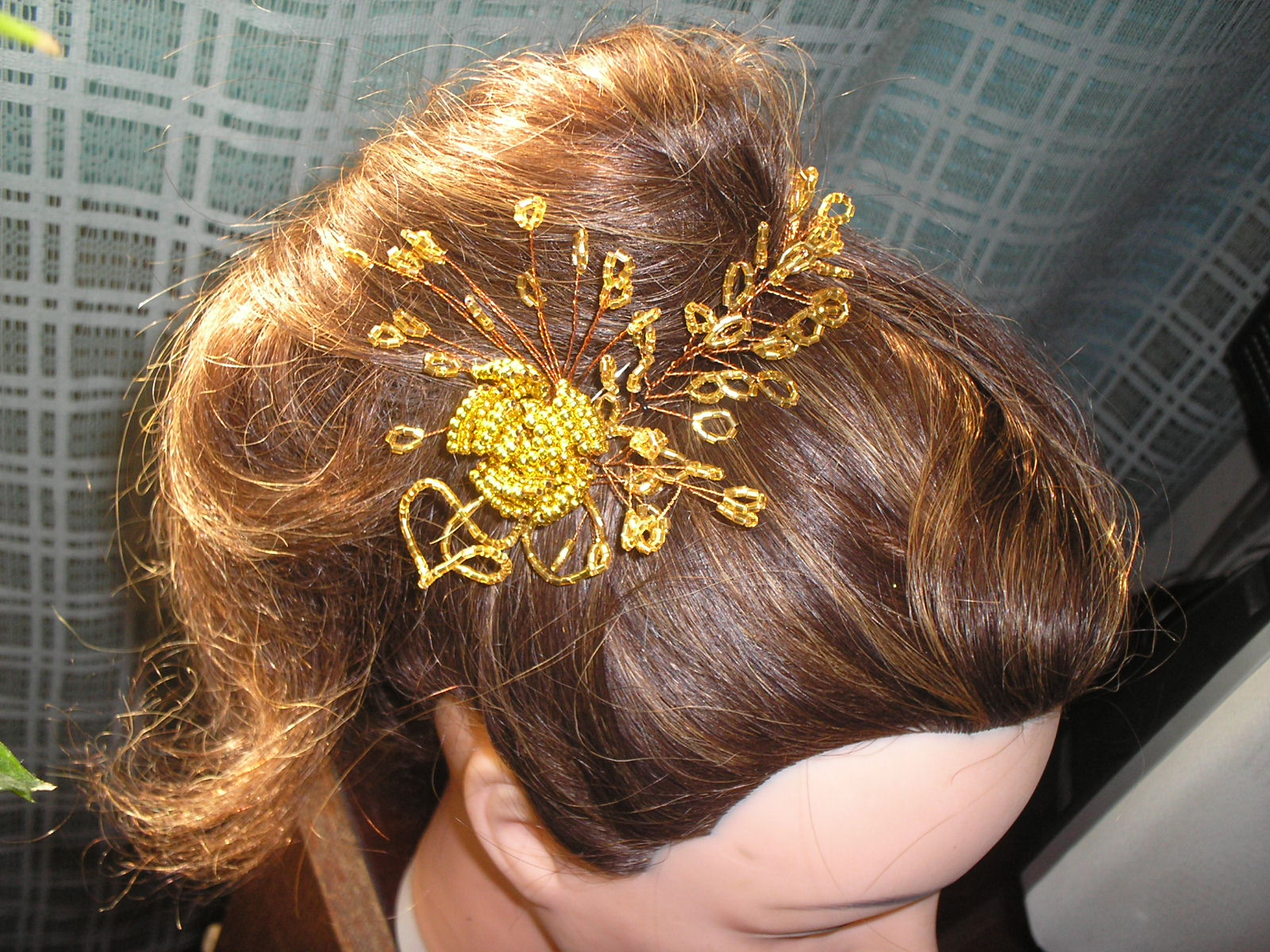 Заколки и украшения для волос