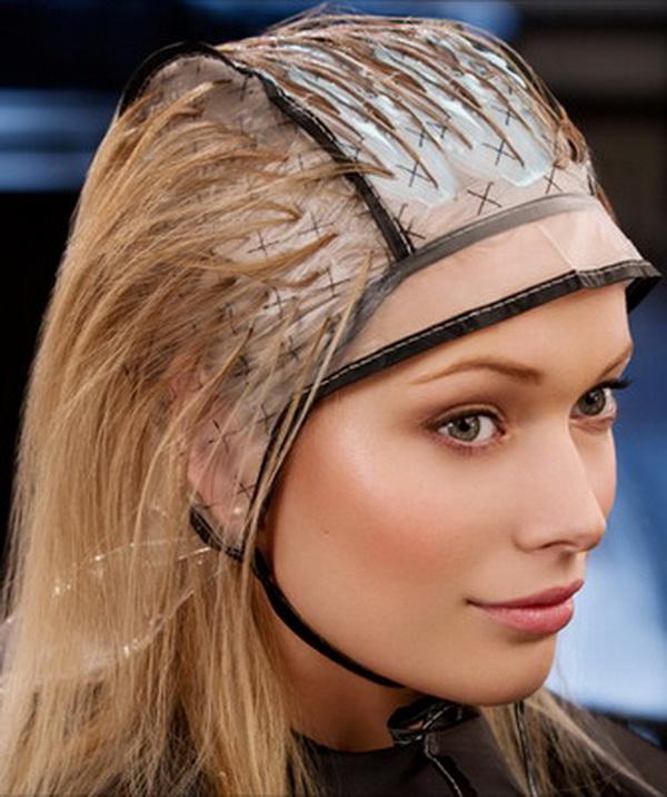 Мелирование волос с помощью шапочки