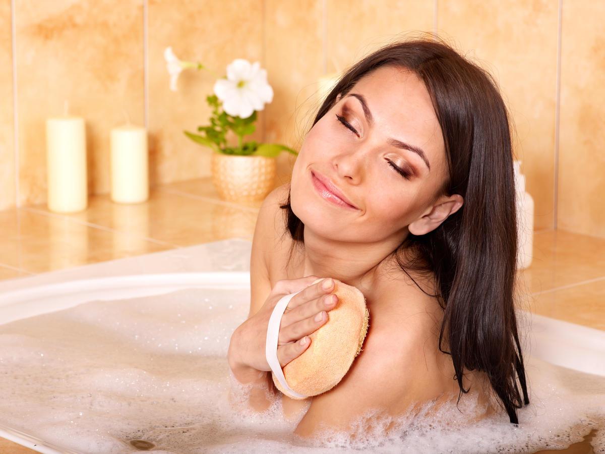 Смотреть бесплатно в онлайне как моются женщины, Эротика и порно, снятые в бане или в сауне смотреть 5 фотография