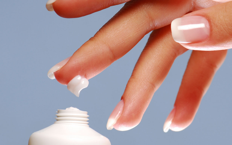 Крем для рук и перец для ногтей