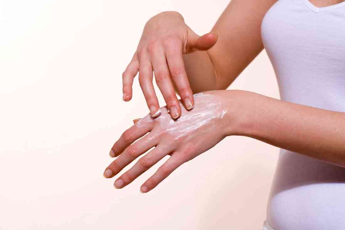 Сухая кожа рук: причины