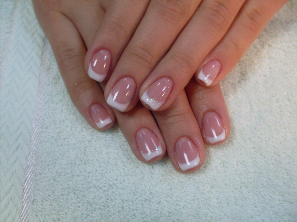 Укрепленные ногти гелем