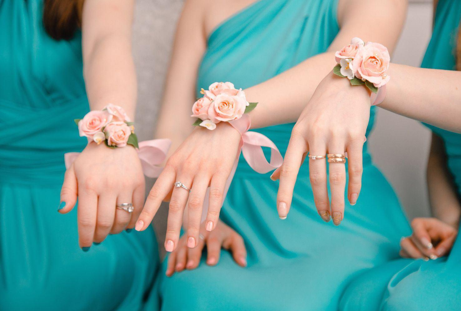 Фото цветов на руку подружкам невесты своими руками