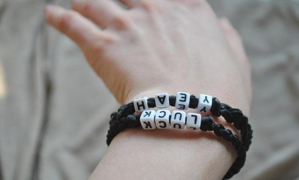 Именные браслеты своими руками из букв