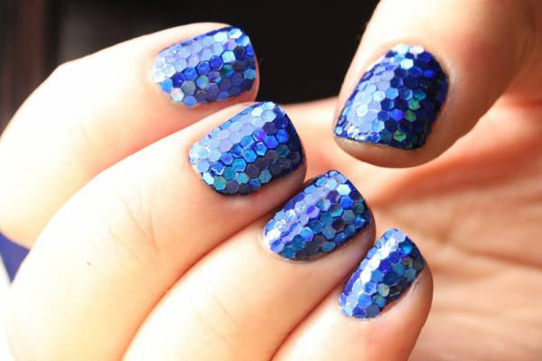 Дизайн ногтей с круглыми блестками