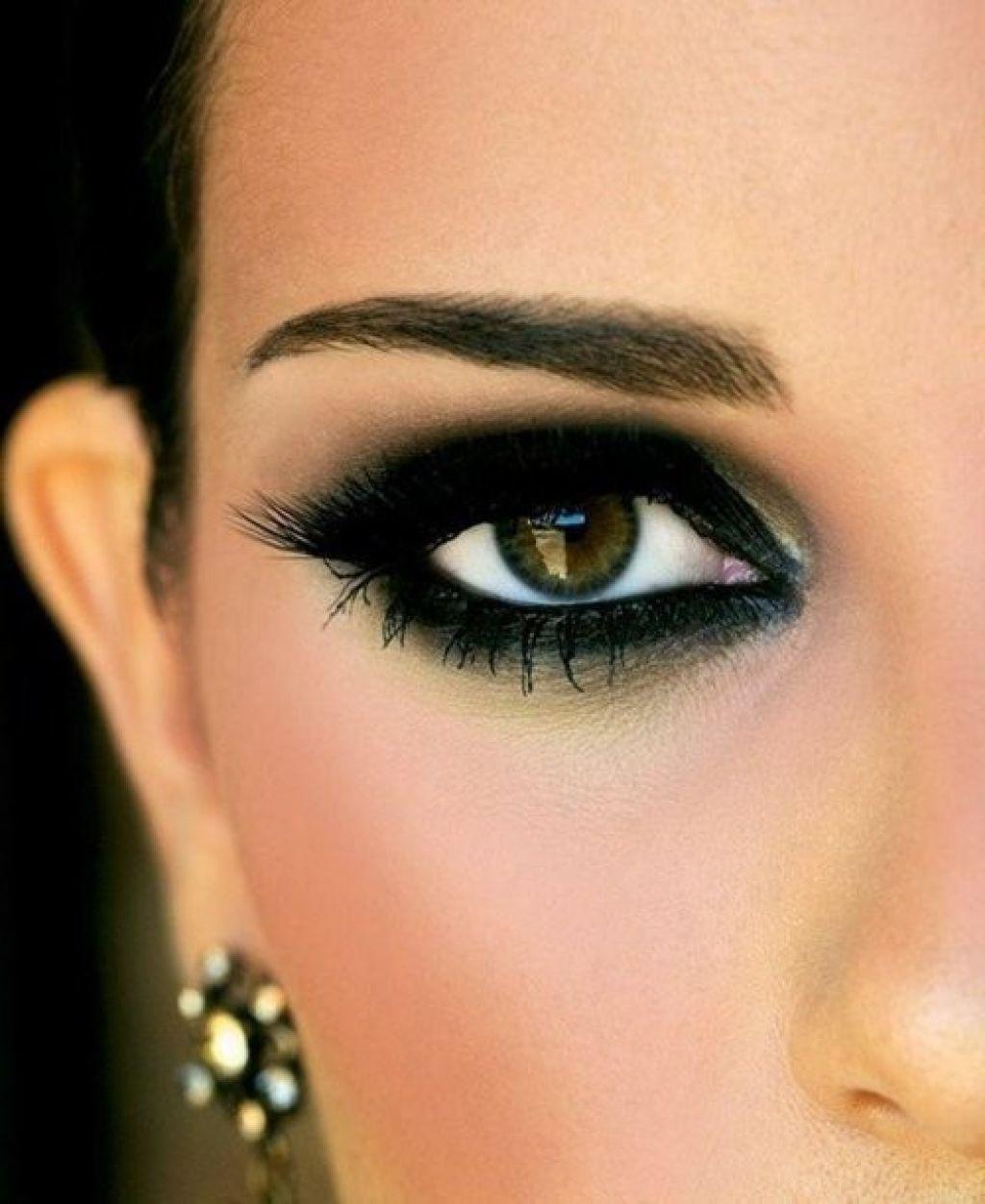 Макияж под темный цвет глаз