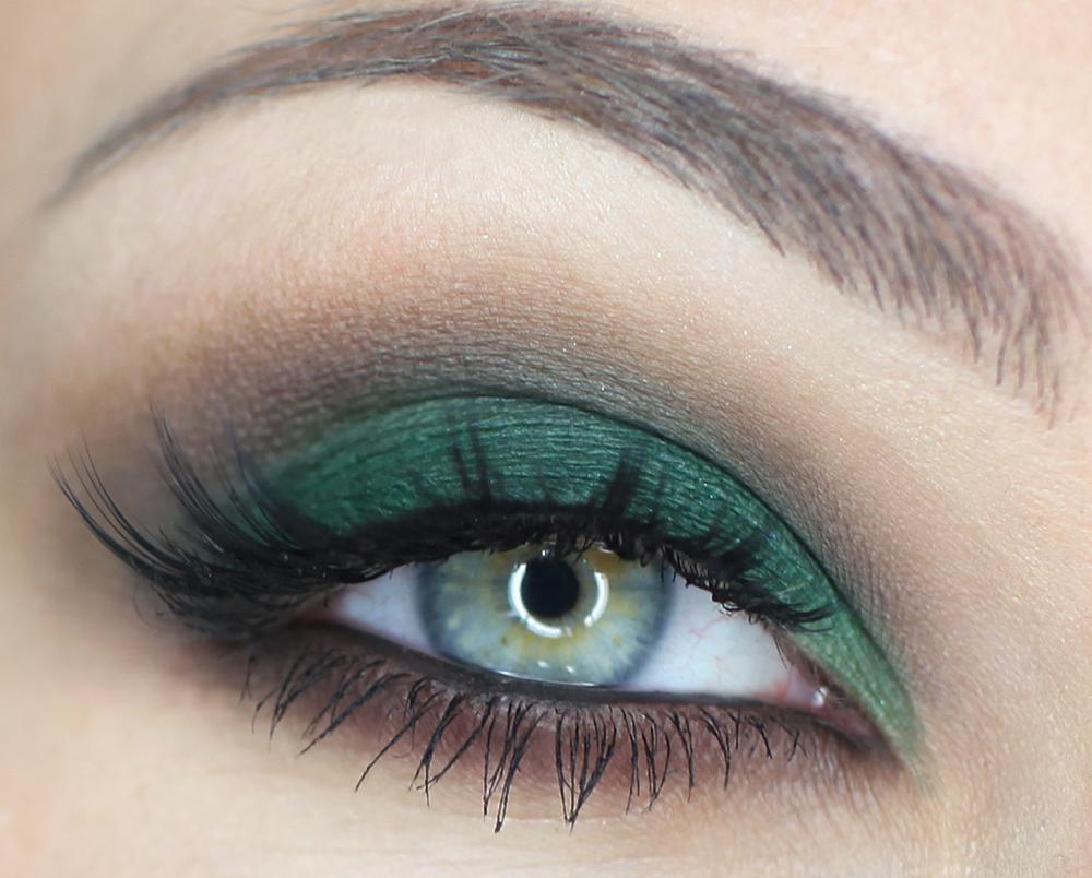 Макияж для зеленых глаз тенями