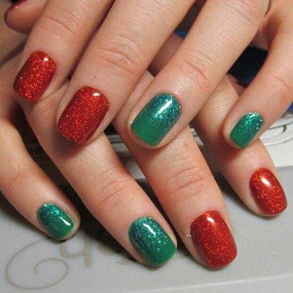 Ногти зеленые с красным
