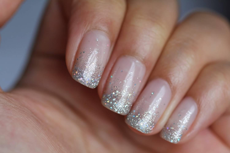 прозрачные ногти с блестками фото