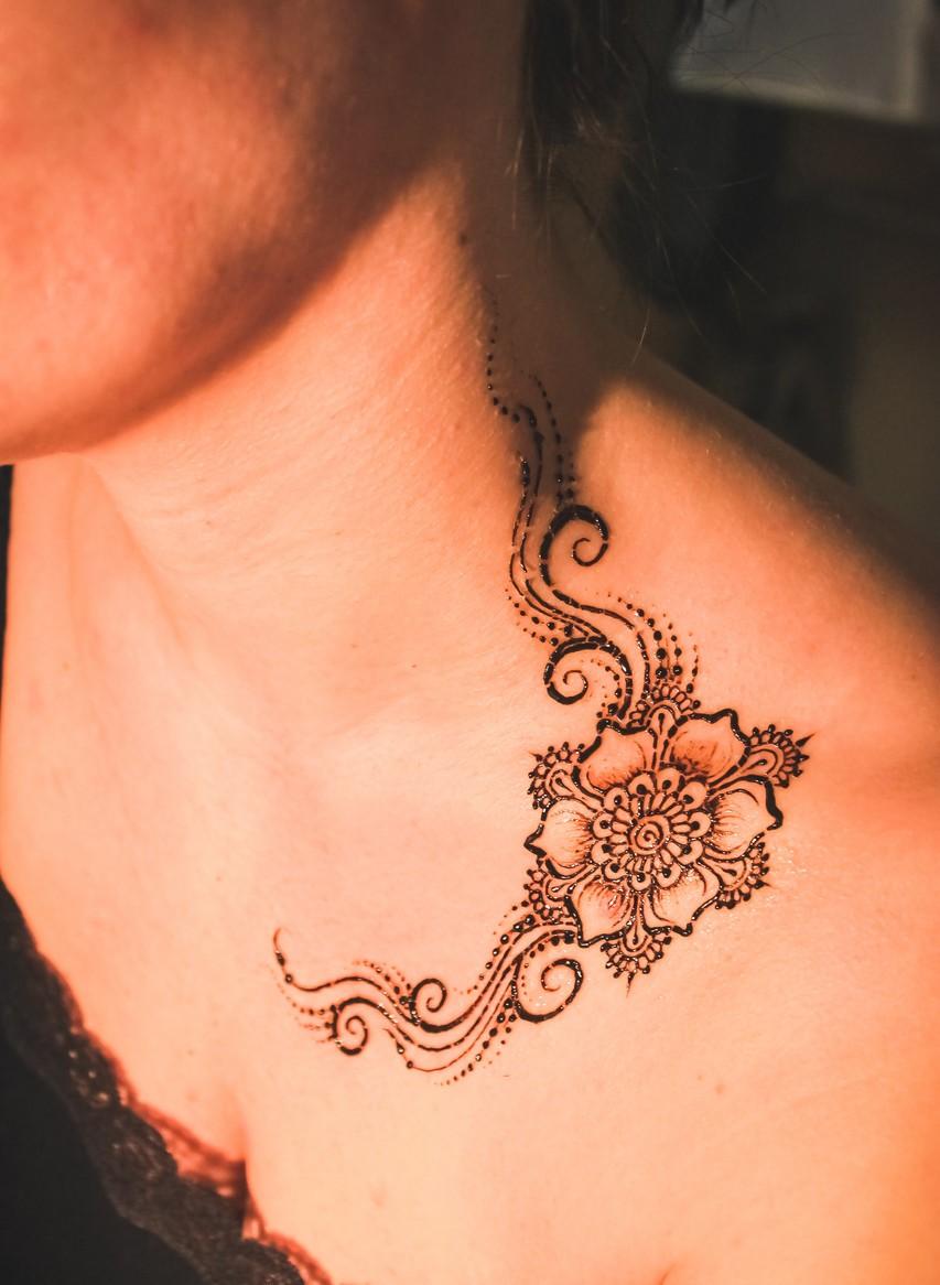 Татуировки хной на животе фото