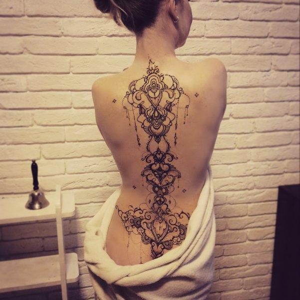 рисунки хной фото на спине