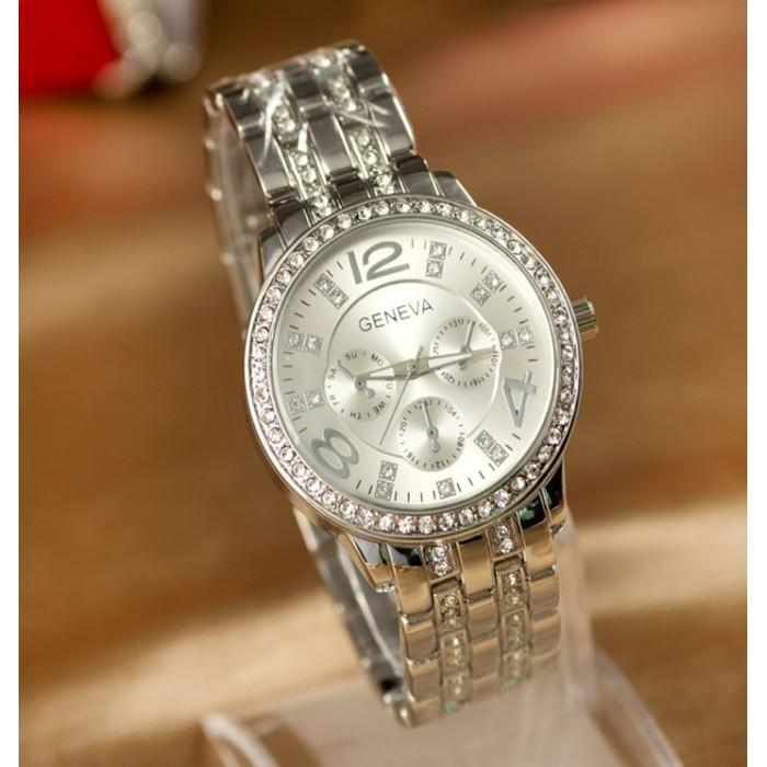 8ff4af81 Кроме этого, подобные изделия из серебра имеют изящные формы и благоприятно  влияют на человеческий организм. На сегодняшний день серебряные часы ...