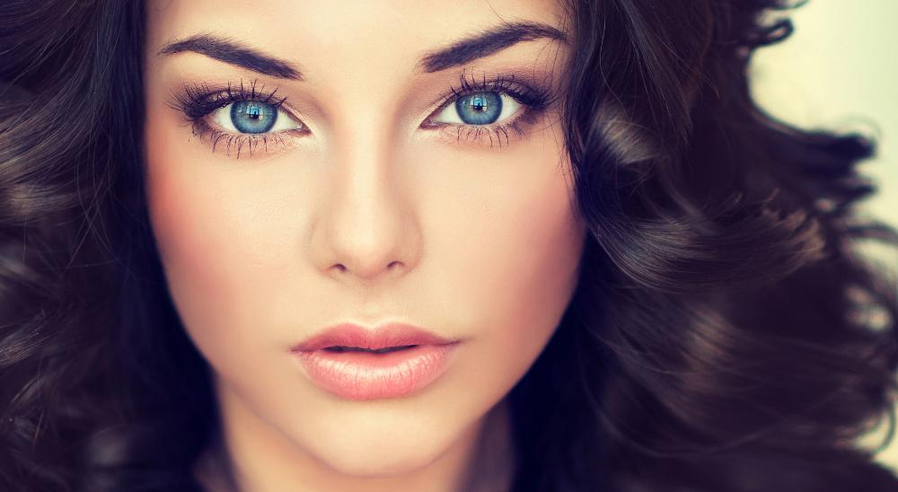 Какой макияж увеличивает глаза с