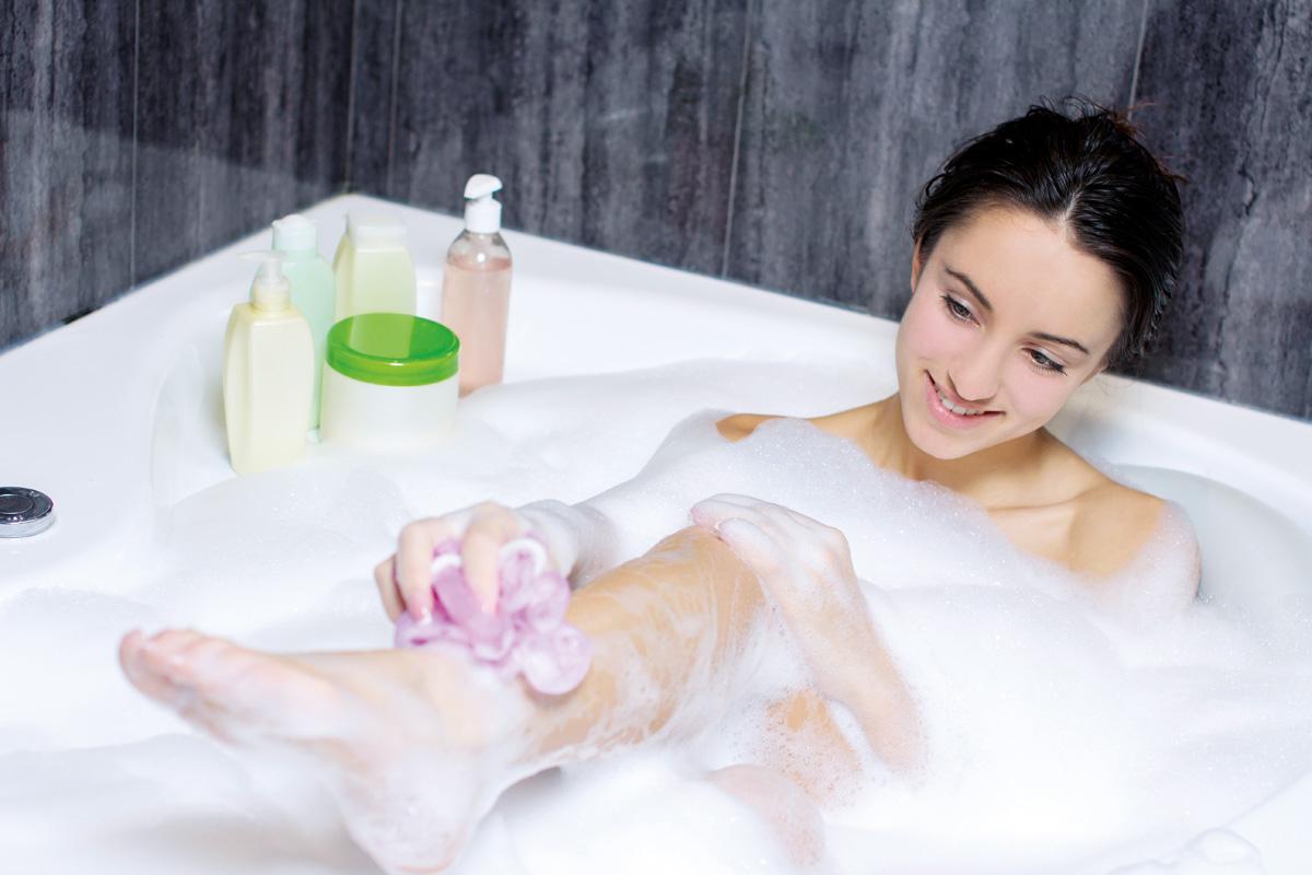 Сын трахнул тетю в ванной, Умываясь в ванной тетя дала племяннику - винтажное 7 фотография