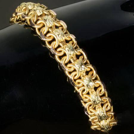 Широкие женские браслеты