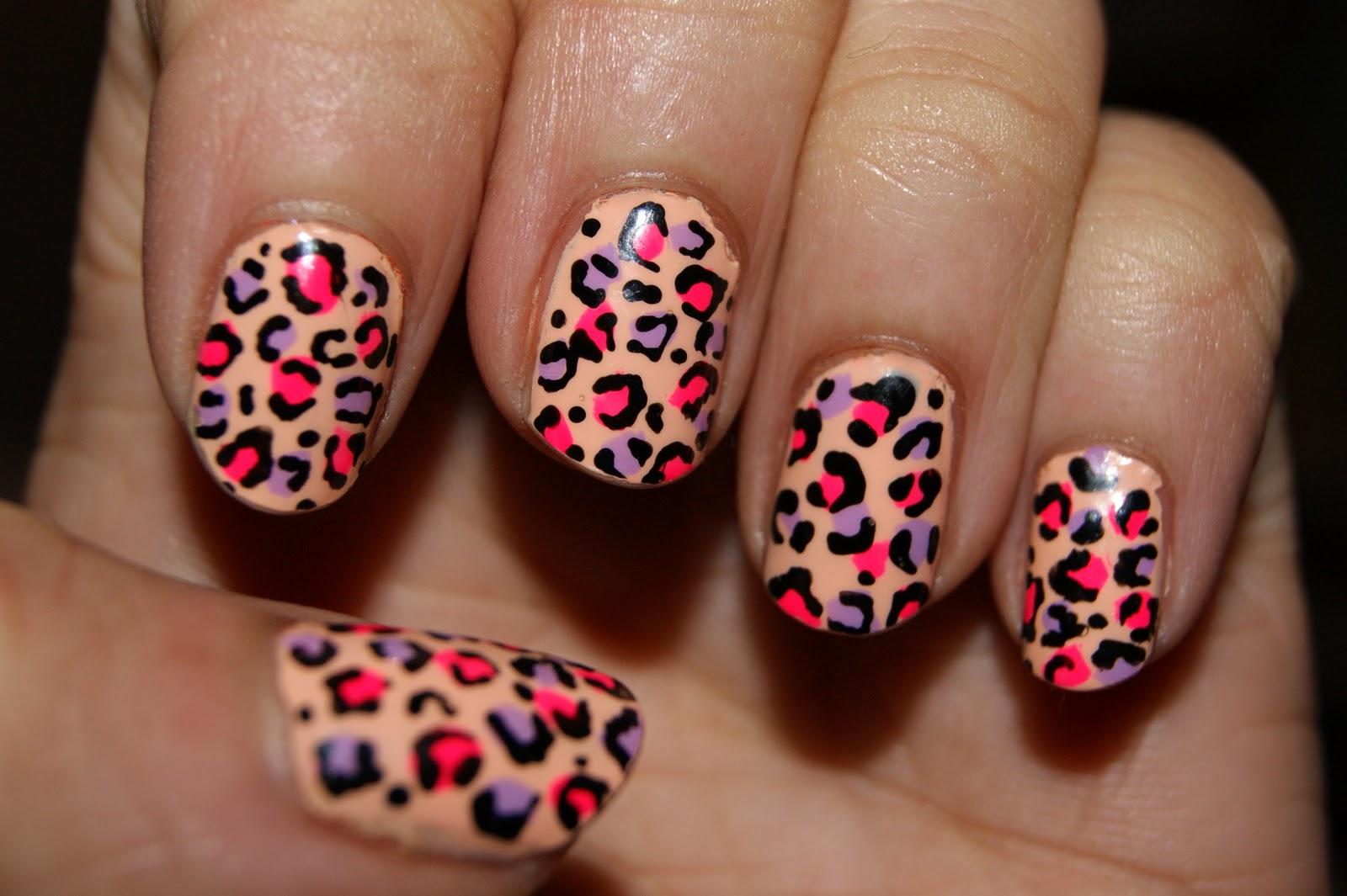 Дизайн ногтей леопардовый на красном фото
