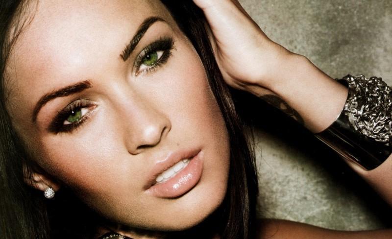Макияж к зеленым глазам и темным волосам фото
