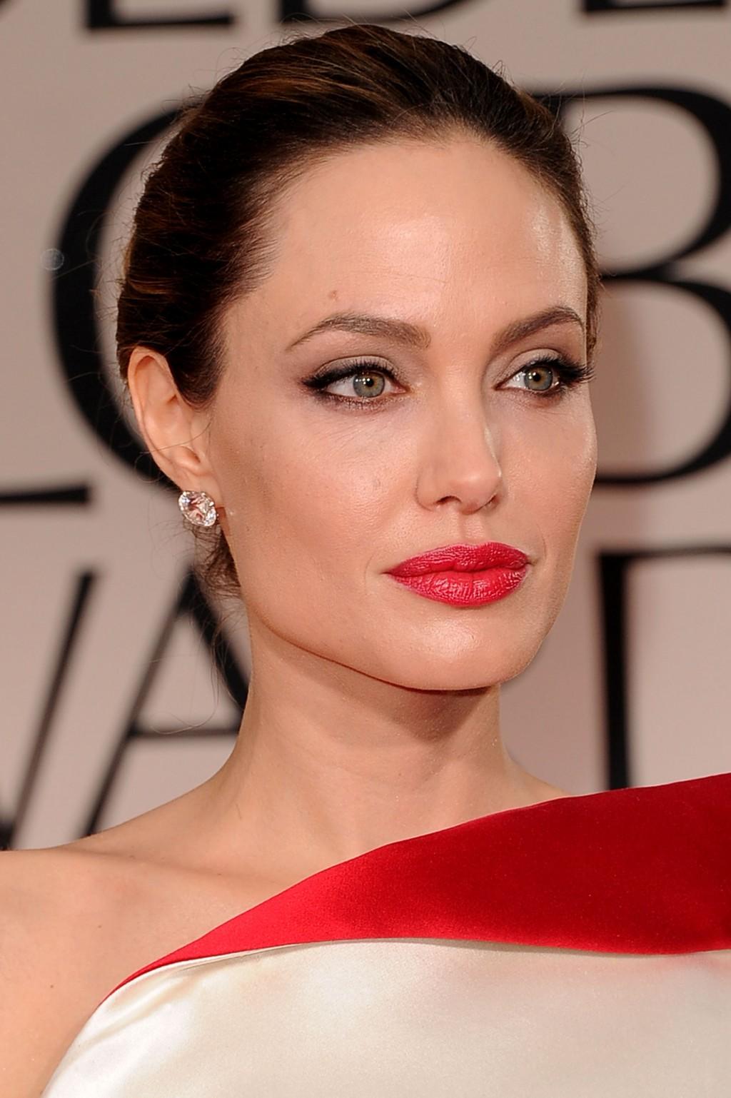 92456f4a818f471 Макияж под красное платье (36 фото): вечерний make-up для брюнеток ...