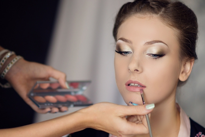Как сделать себя нежный макияж