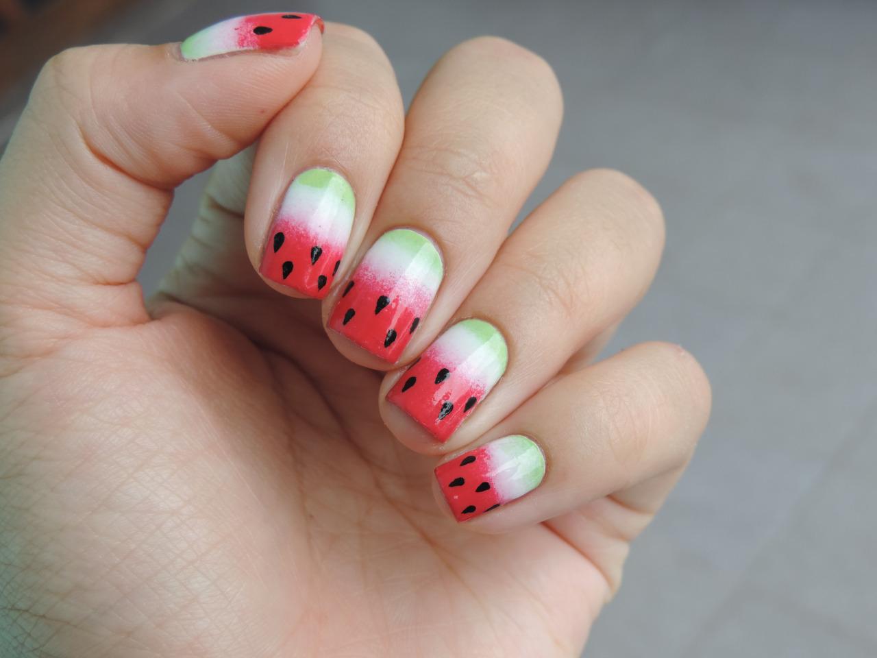 Маникюр арбуз фото на коротких ногтях