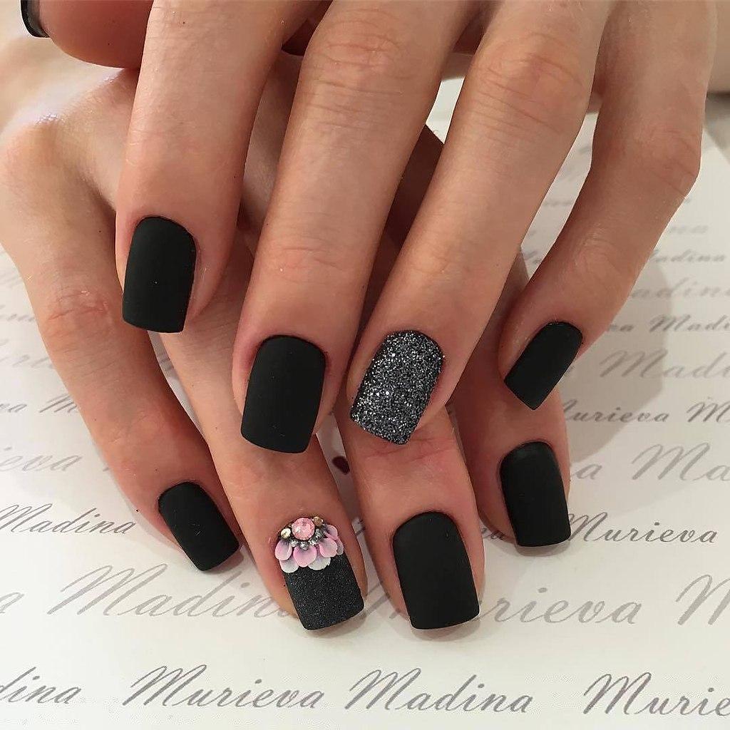 Фото коротких ногтей в черных тонах