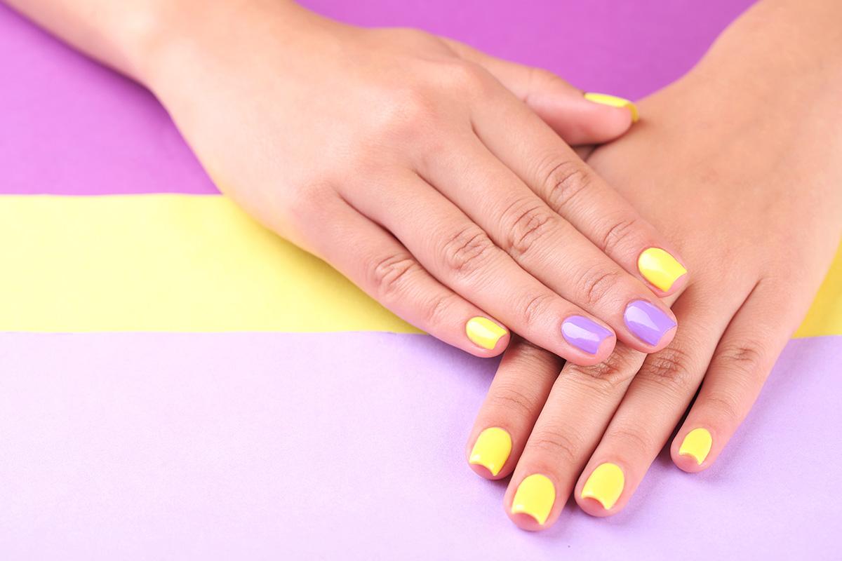 Фото как покрасить ногти разными цветами