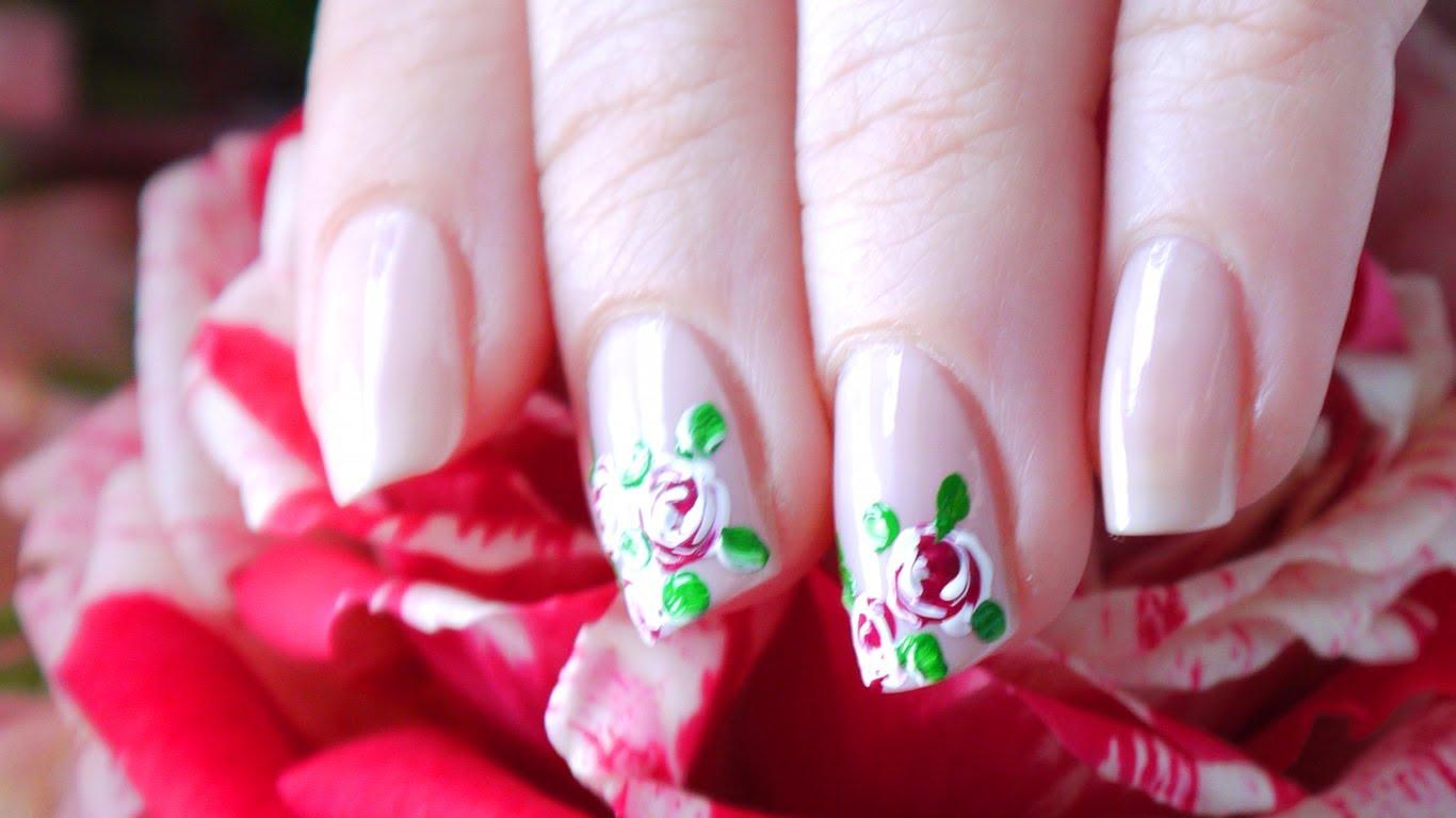 Розы на коротких ногтях