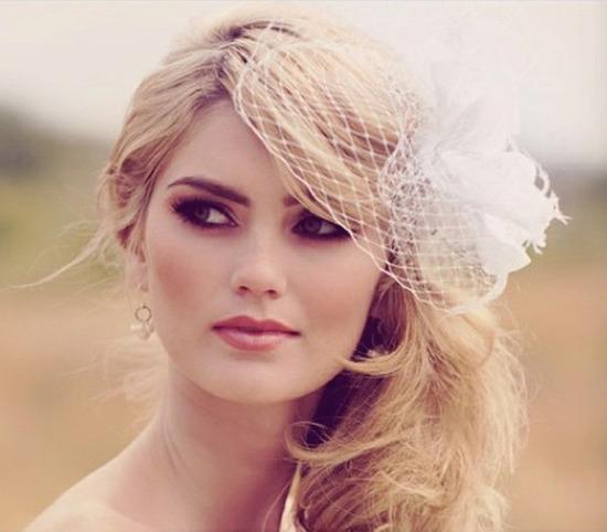 2a2c786d89d8946 Не забывайте в целом тщательно продумывать образ невесты. Здесь все должно  быть гармонично - прическа, макияж, маникюр и платье. Если руки и шея  открыты, ...