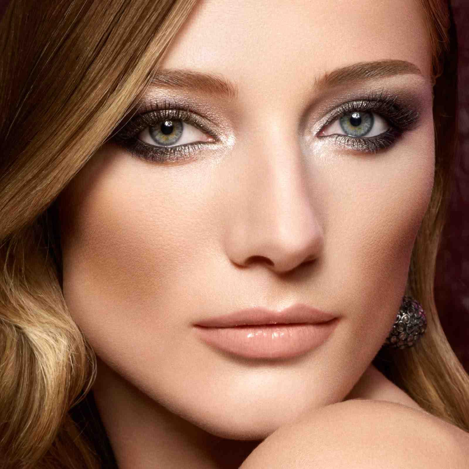 Макияж для русых волос и серо-зеленых глаз и