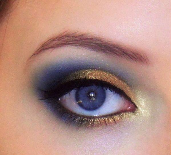 Evening makeup for blue eyes
