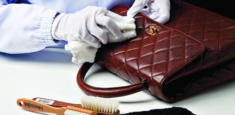 d22dd9fe633e Кожа является довольно чувствительным материалом. При уходе за кожаными  изделиями важно знать, к каким методам чистки прибегать не стоит: