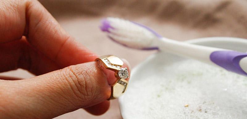 Чем почистить золото в домашних условиях от йода 43